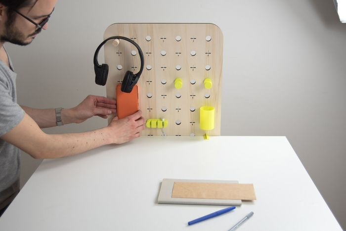1200px-Plug and Make 10 mise-en-place- bureau .jpg